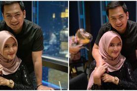 8 Momen Tommy Kurniawan rayakan wedding anniversary, berkaca-kaca