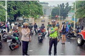 11 Potret banjir Jakarta, ratusan rumah terendam dan listrik padam