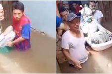 Menikah di tengah banjir Jakarta, pengantin naik ember bayi