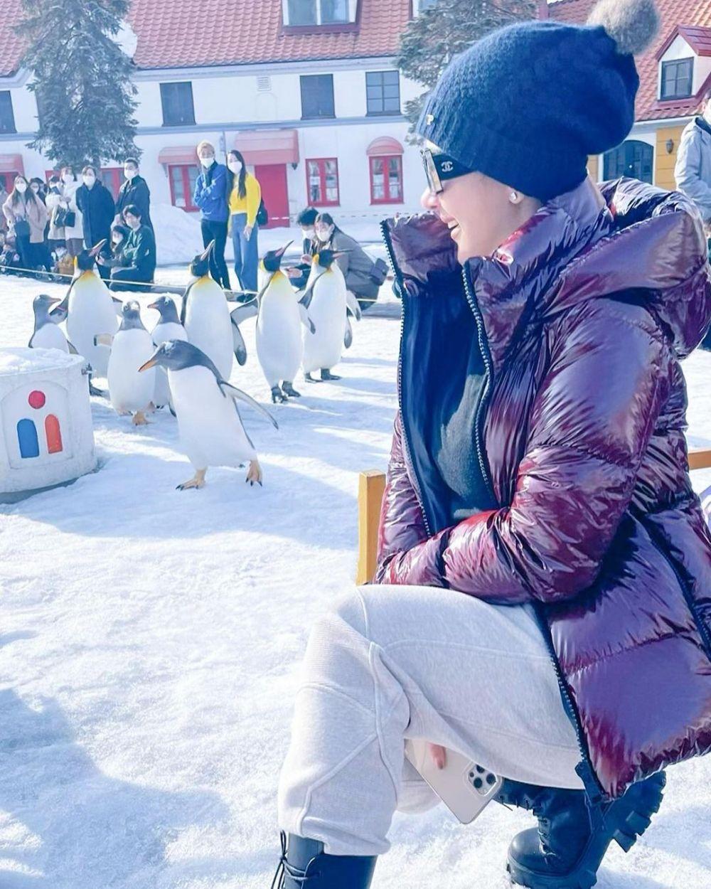 Syahrini lihat penguin © Instagram