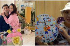 10 Momen Nagita Slavina buka hadiah dari karyawan, kertas kadonya unik