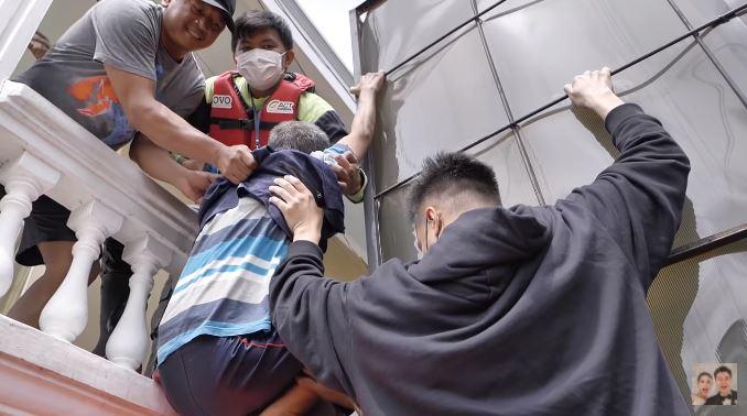 baim wong evakuasi korban banjir © 2021 brilio.net