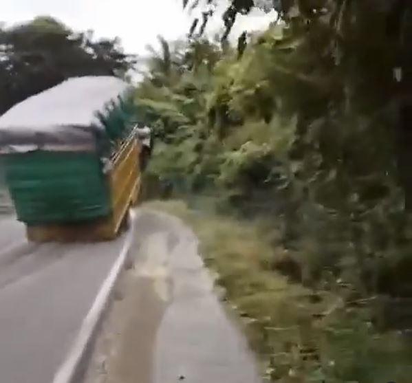 truk standing di tanjakan Berbagai sumber