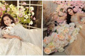 10 Gaya pemotretan pesinetron dengan tema bunga-bunga, memukau