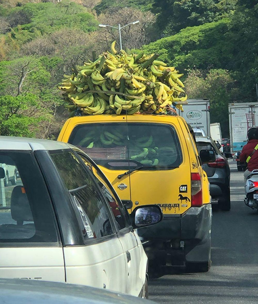 mobil penuh barang belanjaan © Berbagai Sumber