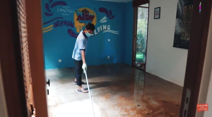 rumah Irish Bella pasca banjir © YouTube