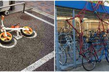 10 Cara absurd parkir sepeda ini bikin senyum tipis