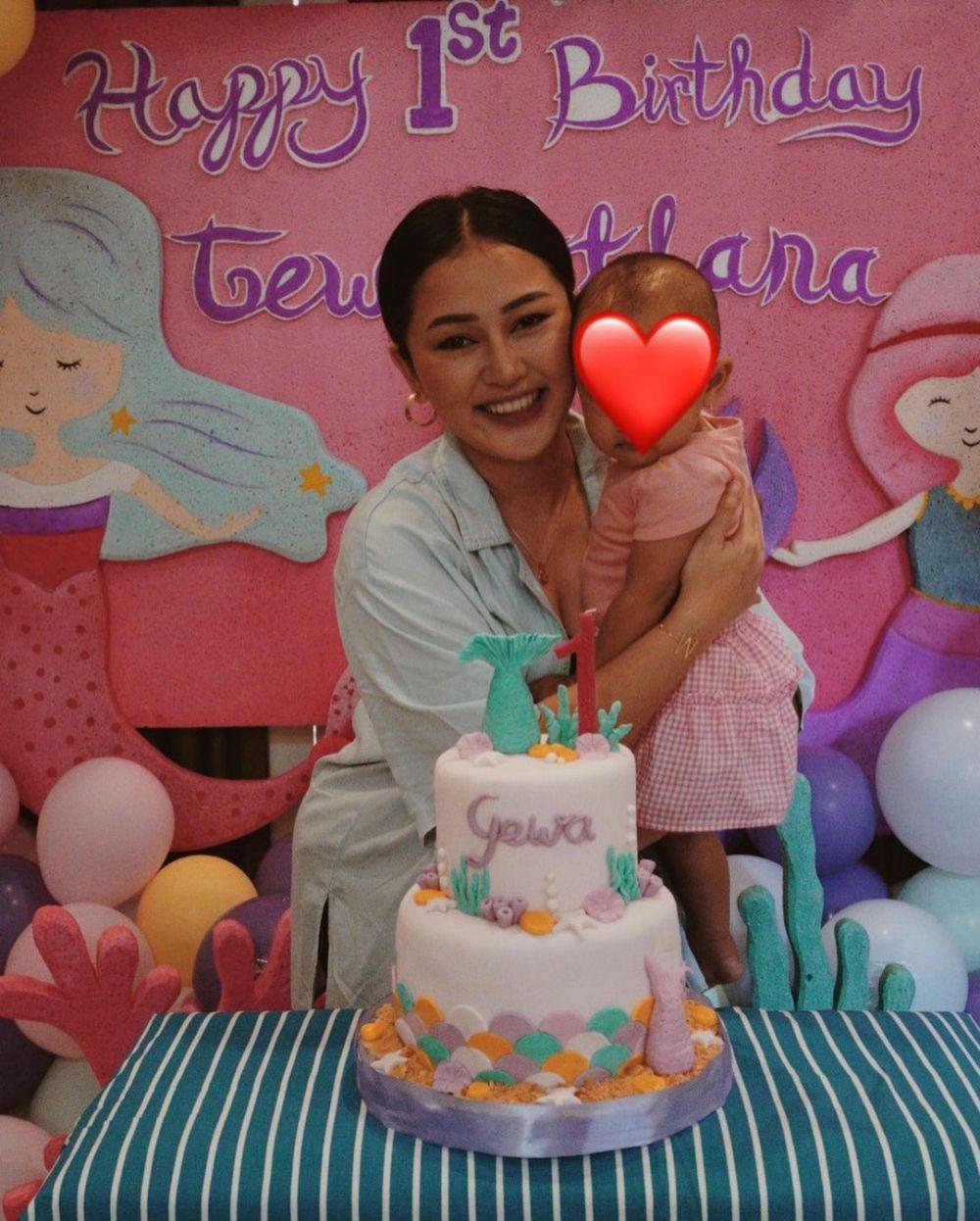 Momen ulang tahun pertama anak Mutia Ayu dan Glenn Fredly © 2021 brilio.net