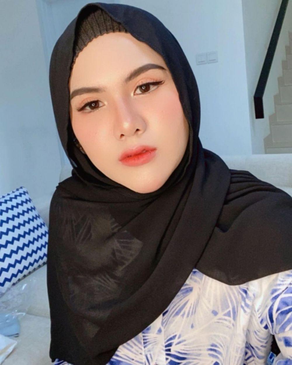 potret terbaru evelyn dengan hijab © Instagram
