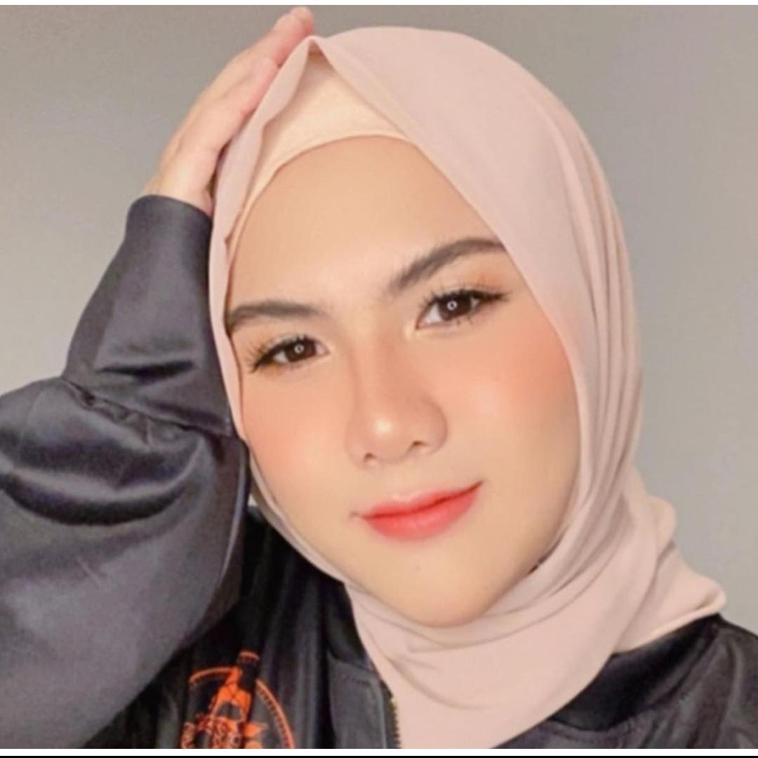 10 Potret terbaru Evelyn Nada Anjani dengan hijab, tampil anggun