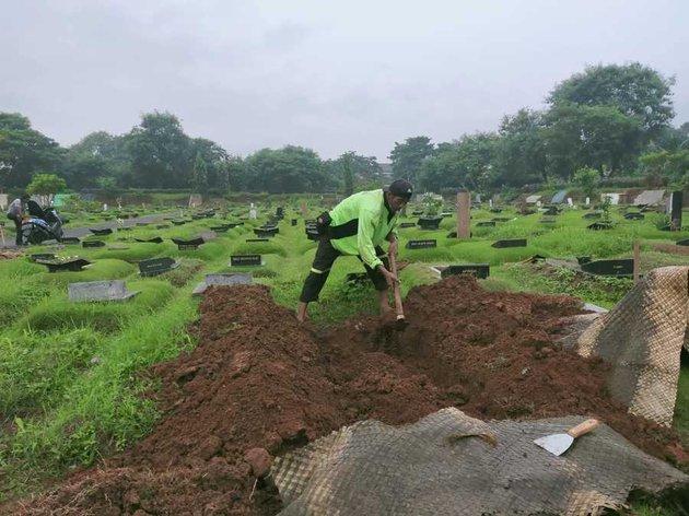 persiapan pemakaman Rina Gunawan © 2021 brilio.net