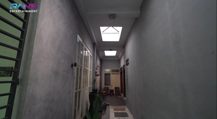 rumah pertama Raffi Ahmad © YouTube