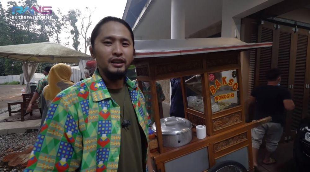 Nagita panggil pedagang © YouTube