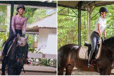 Belajar berkuda, aksi Sarwendah ini bikin warganet ngilu dan khawatir