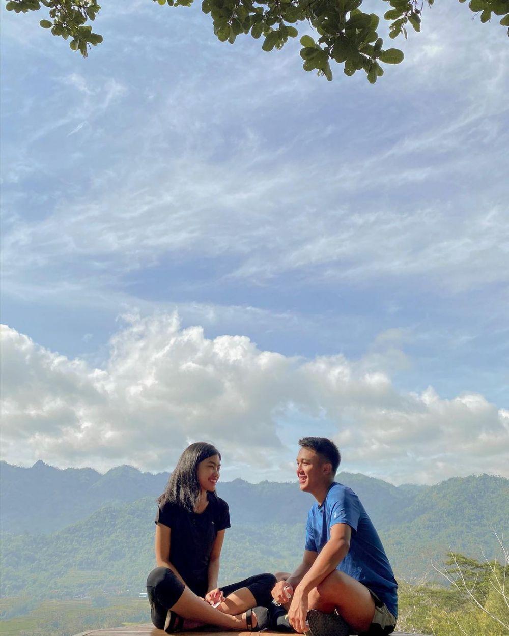 Adjani dan kekasih © Instagram