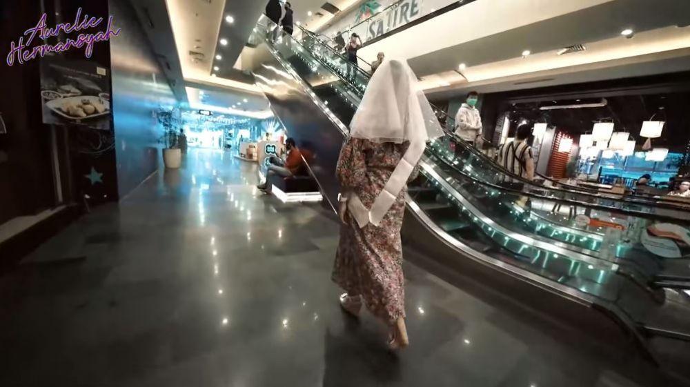 Aurel keliling mal bridal shower © YouTube