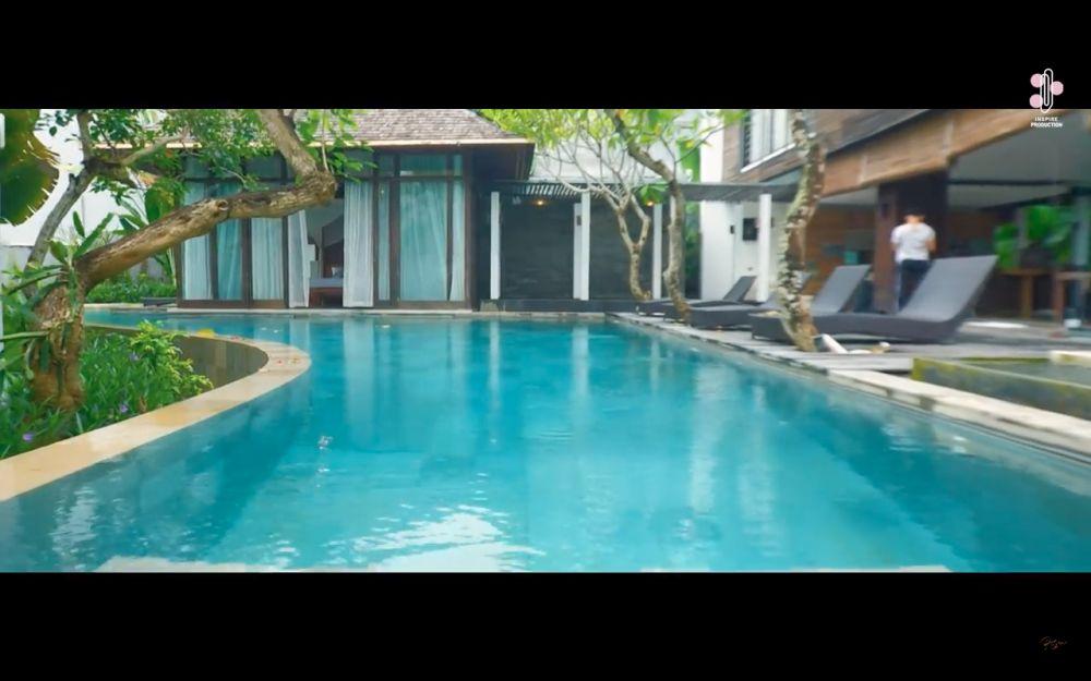 Penampakan vila Rossa di Bali YouTube