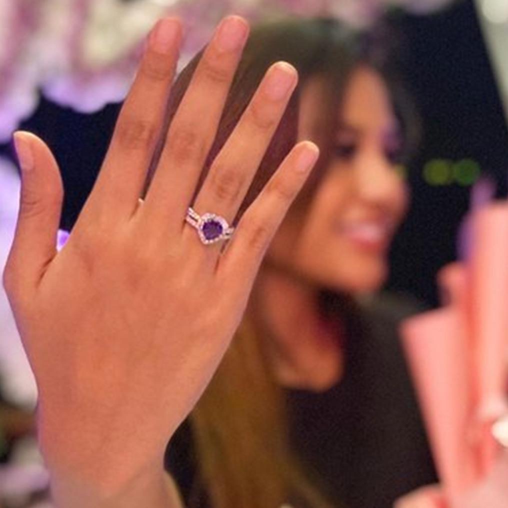 8 Potret cincin koleksi Aurel Hermansyah, harganya fantastis
