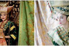 Pesona 8 seleb cantik prewedding dengan adat Minang, auranya terpancar