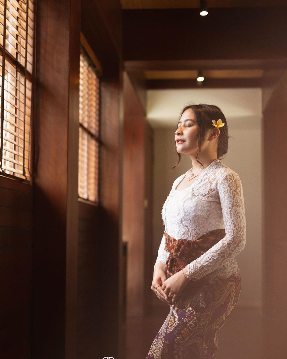 Prilly Latuconsina kebaya Bali © Instagram