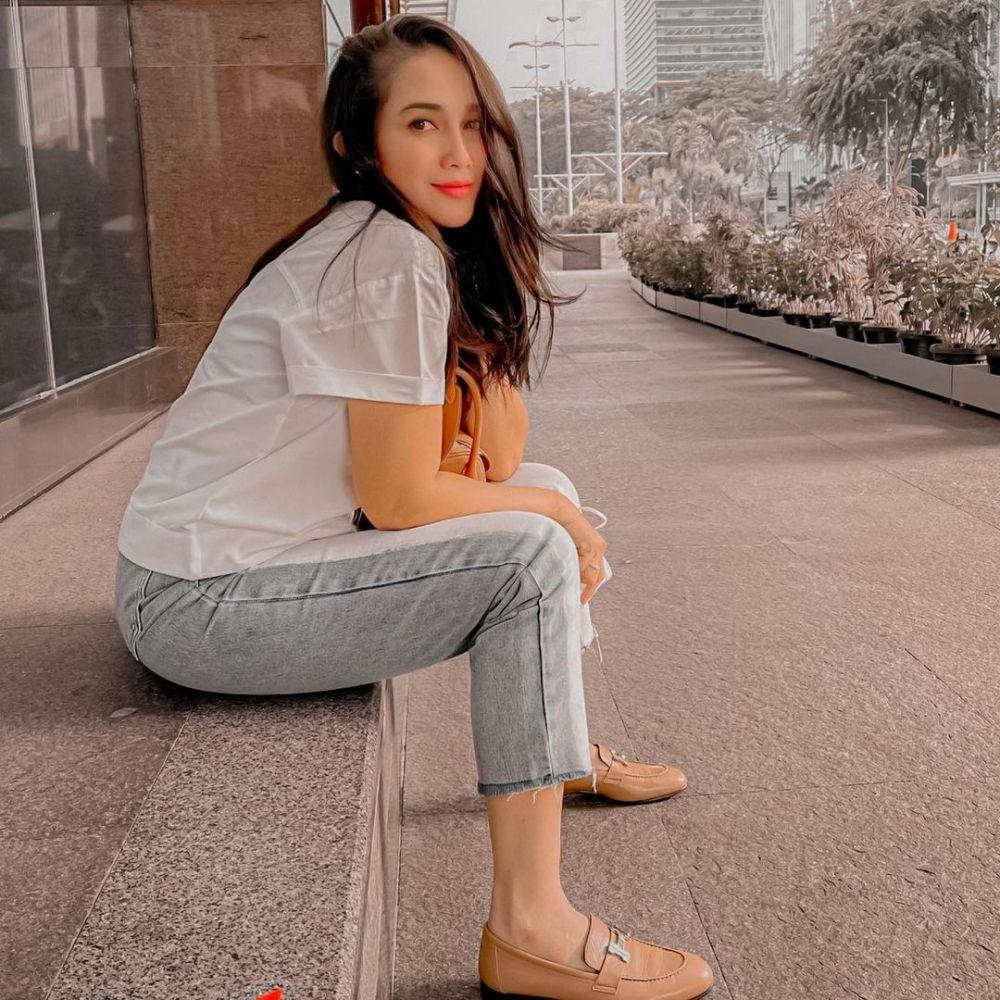 Potret terbaru Ussy Sulistiawaty makin langsing © Instagram