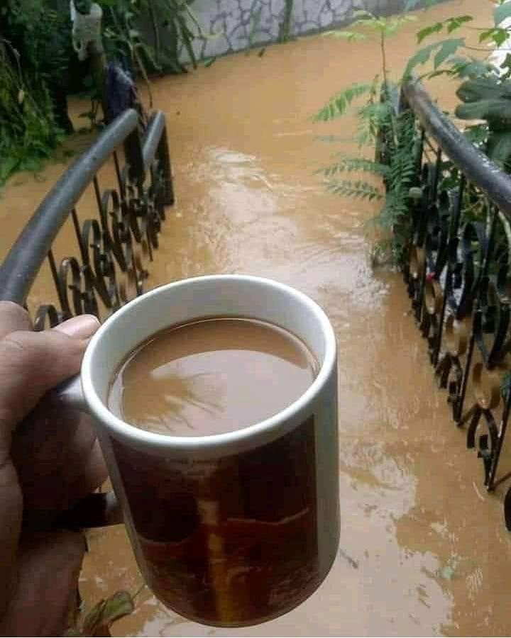 minum kopi nyeleneh © Berbagai Sumber
