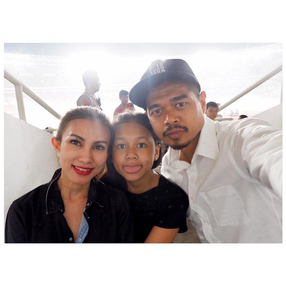 potret harmonis keluarga Bambang Pamungkas © 2021 brilio.net Instagram