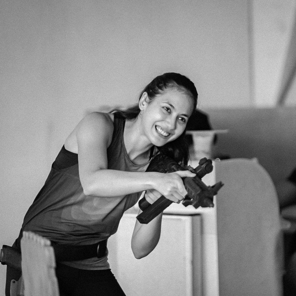 pevita pearce saat olahraga menembak Instagram