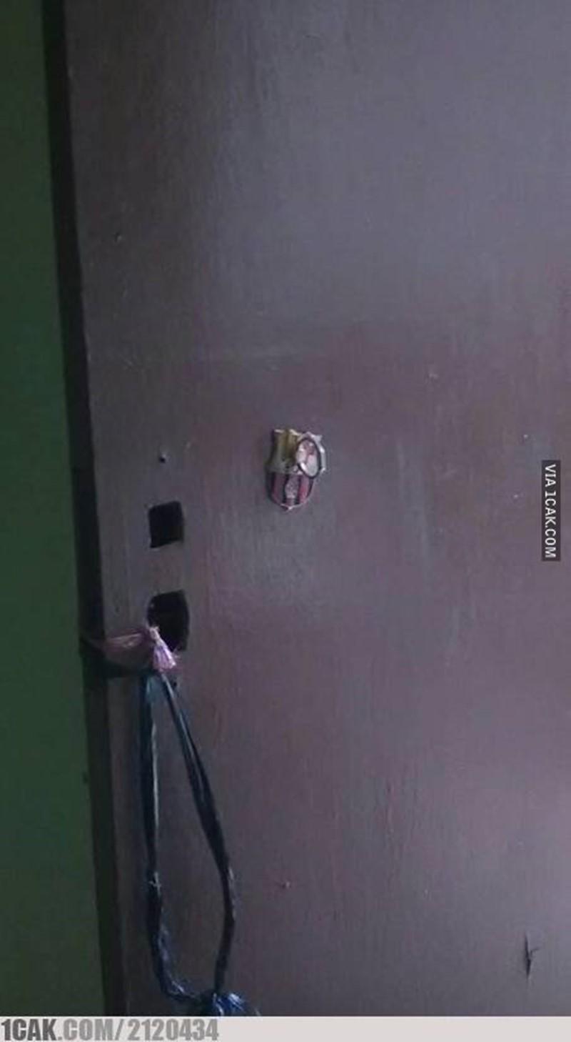 gagang pintu nyeleneh © Berbagai Sumber