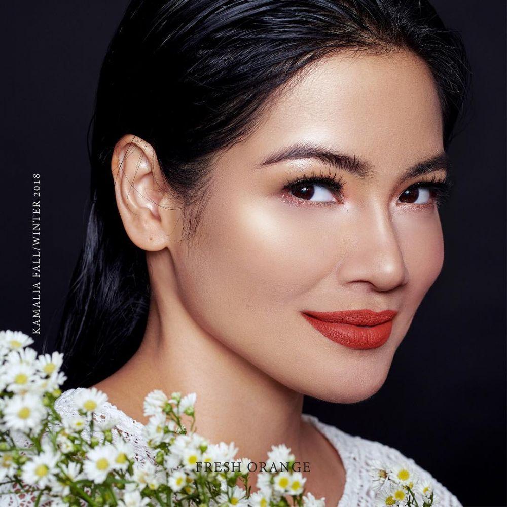 Titi Kamal makeup tebal © Instagram