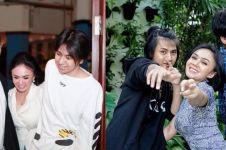 10 Potret kompak Yuni Shara dan dua putranya, gayanya curi perhatian