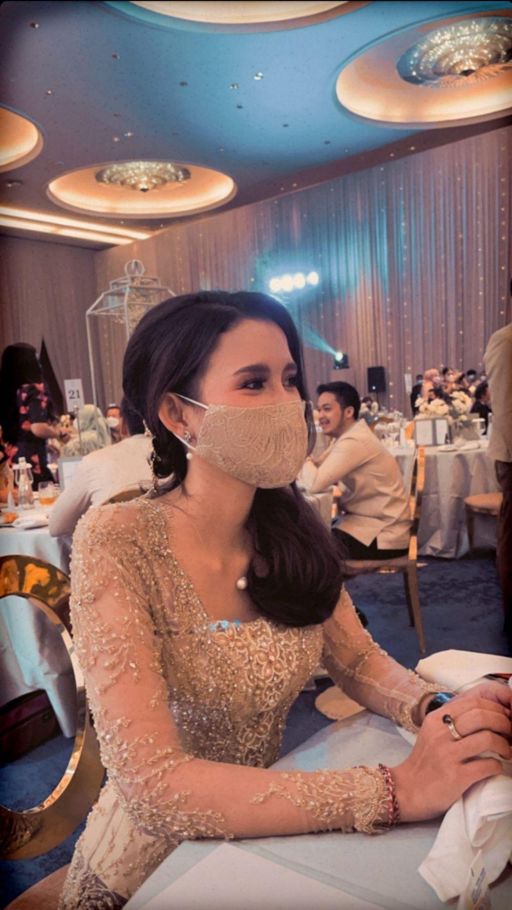 Potret Sarah Menzel di pernikahan Aurel dan Atta © 2021 brilio.net