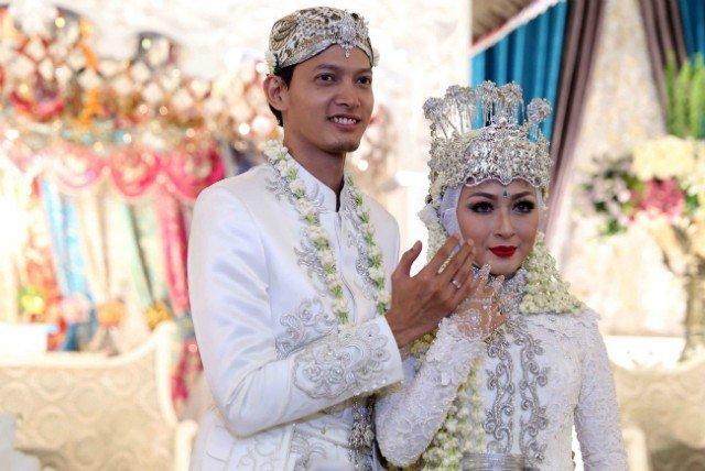 Pernikahan seleb ini dihadiri pejabat negara Instagram