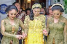 7 Gaya Yuni Shara kondangan dengan kebaya, terlihat cantik dan anggun
