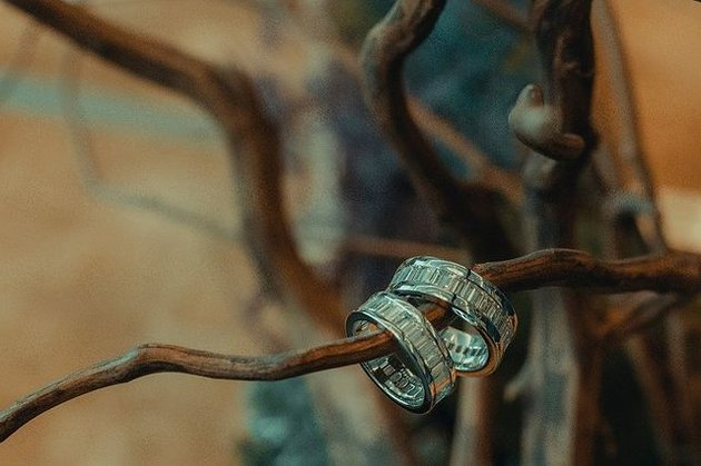 potret cincin nikah atta aurel yang harganya fantastis Berbagai sumber