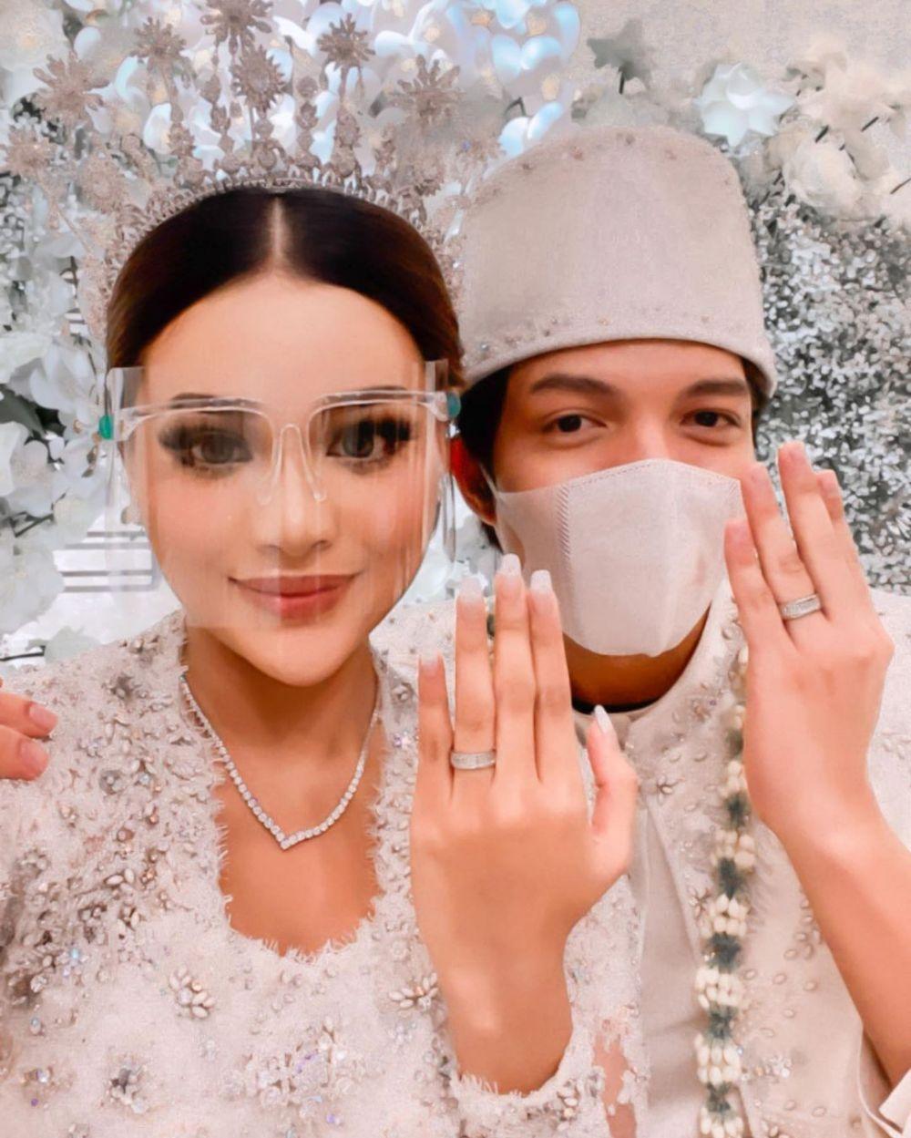 selfie pertama seleb usai menikah © 2021 brilio.net