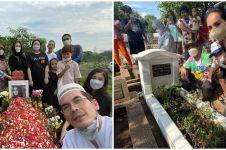 Momen 6 seleb ziarah ke makam keluarga menjelang Ramadhan
