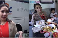 7 Momen Nagita Slavina ke Bandung, naik bus mewah dan borong batagor