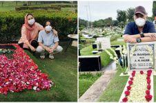 Momen 4 seleb ziarah ke makam pasangan jelang Ramadan