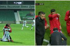 Viral video pemain Liga Turki buka puasa di tengah pertandingan
