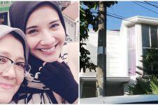8 Potret rumah ibunda Zaskia Sungkar, bernuansa serba putih