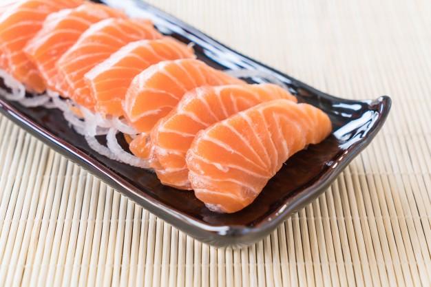 Aman gak sih konsumsi daging mentah? © freepik.com