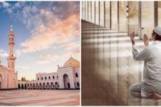 Adab masuk dan keluar masjid sesuai sunah, lengkap dengan doanya