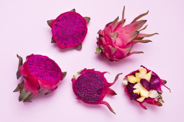 perbedaan buah naga merah dan putih © freepik.com