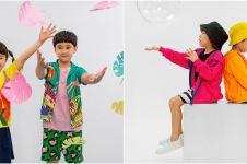 10 Gaya Rafathar dan Gampita pemotretan bareng, jadi model baju anak