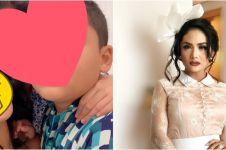 Potret 6 diva Indonesia usia 40-an tanpa makeup, cantiknya natural