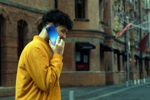 5 Fitur ini wajib ada di smartphone anak muda, biar nggak mati gaya
