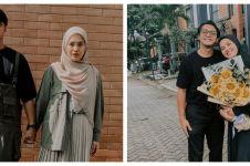6 Gaya fashion Ricky Harun & istri mesra gandengan tangan, kece abis