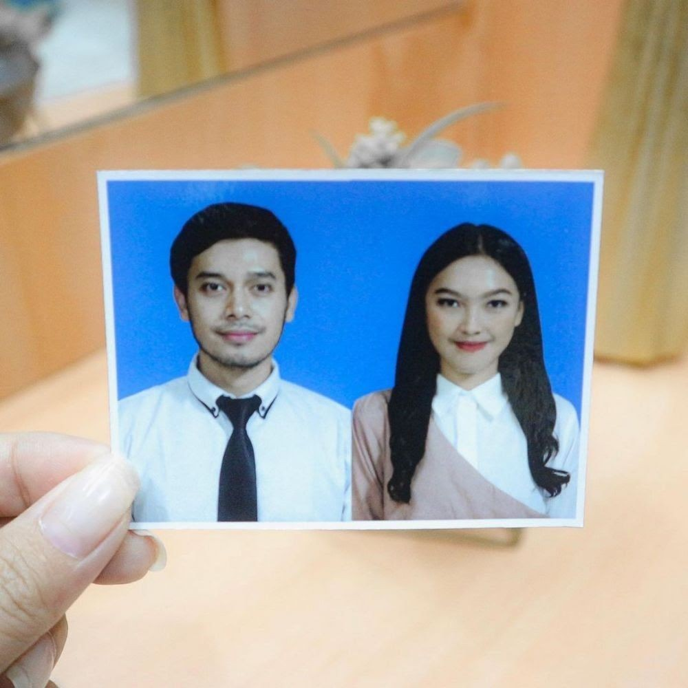 Potret pasangan seleb di pasfoto buku nikah ini bikin baper dari berbagai sumber