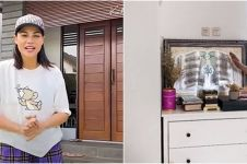 9 Momen DJ Katty Butterfly pindah rumah, pajang hadiah dari fans